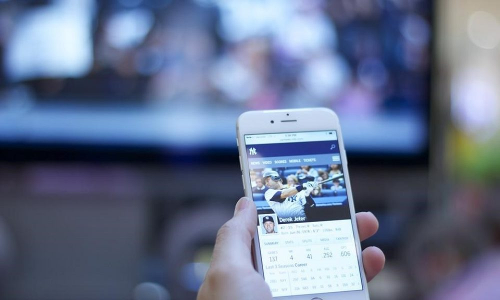 How Your Smartphone Can Help You to Be Better Sports Enthusiast
